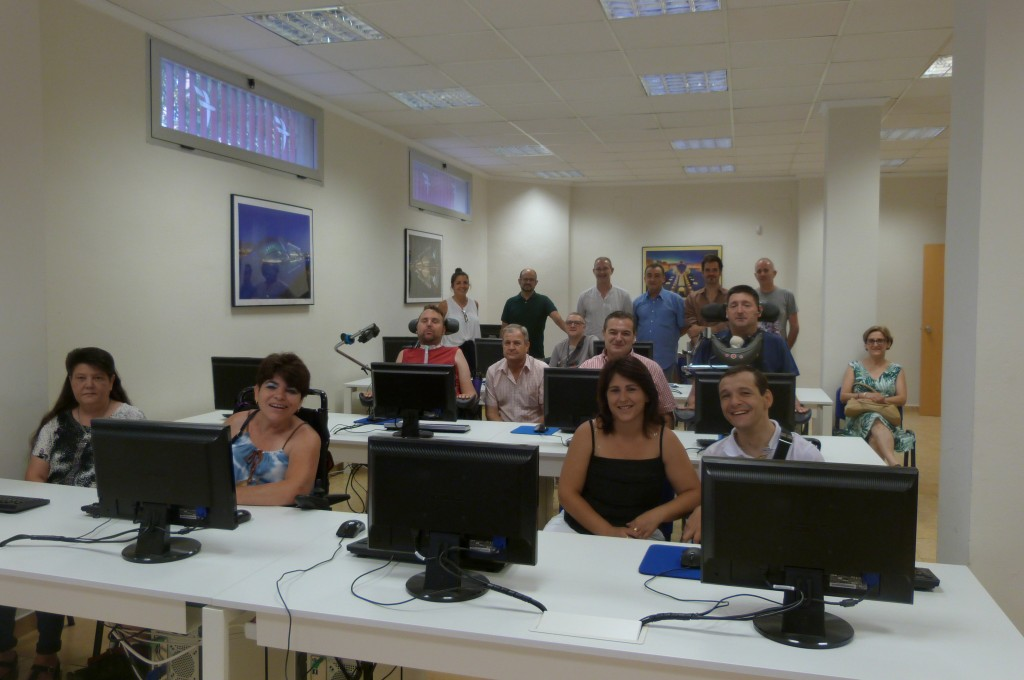 Imagen de la sala los participantes delante de su ordenador para iniciar el taller usabilidad de herramientas web accesible