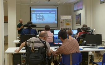 """Preparando equipo de """"Empleo Tecnológico con Apoyo"""" Taller de usabilidad pagina web accesible con inSuit la web del Ayuntamiento de Alboraya. Con el programa inSuit y el máximo aumento de lectura"""