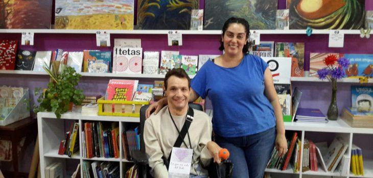 Francisco Javier Planells con Nuria en la papeleria Shalakabula de Mislata