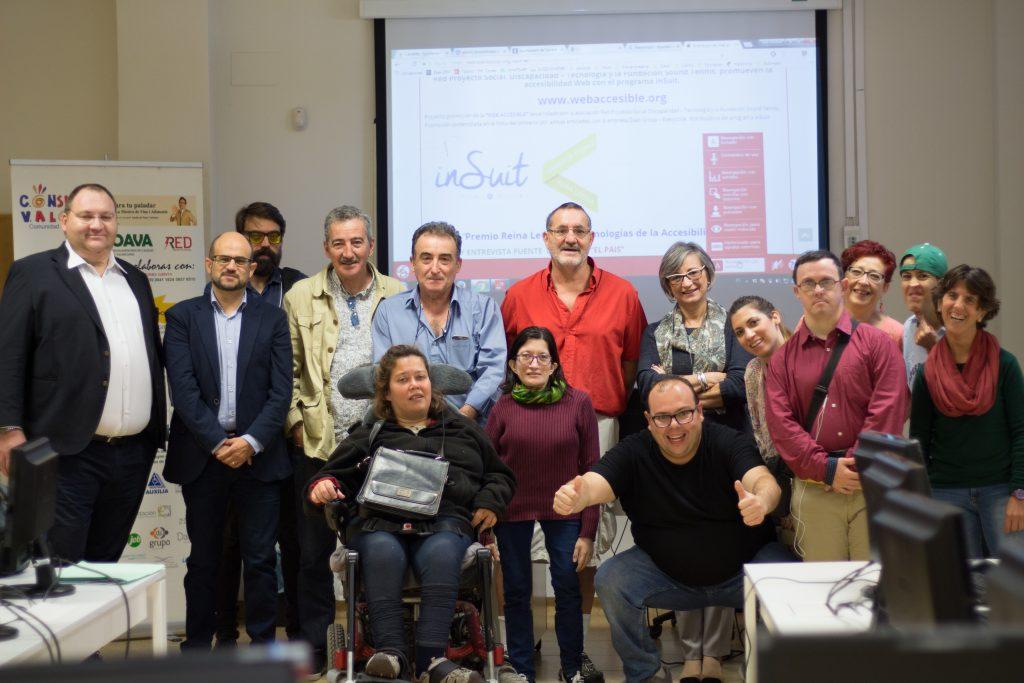 Miembros de las entidades participantes al taller uso herramientas inSuit en Valencia Activa con el técnico responsable de la empresa Daas Group  que imparte el curso