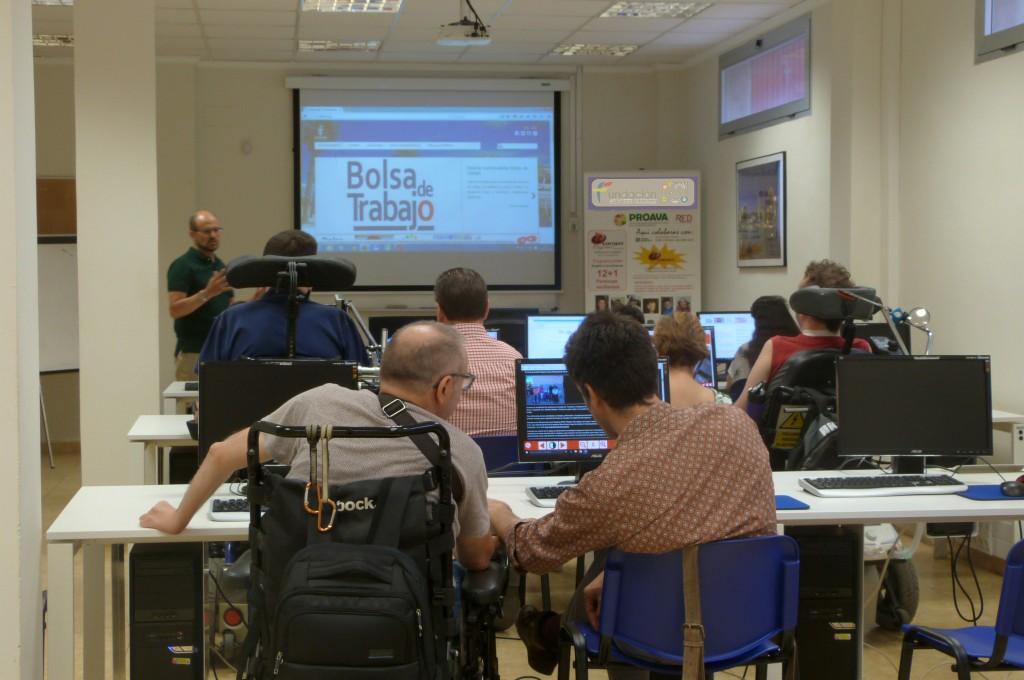 """Taller de accesibilidad web, uso de herramientas del programa inSuit. Preparacion del futuro equipo del proyecto """"Empleo Tecnologíco con Apoyo"""" (ETCA)"""