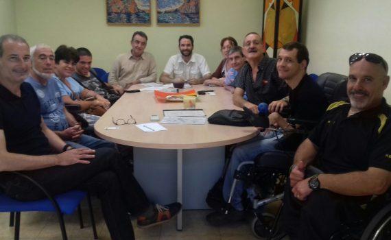 Asistentes al acto y representantes de Woman Wishes, Red Proyecto Social. Discapacidad tecnología, ValencActiva y Fet de Vidre