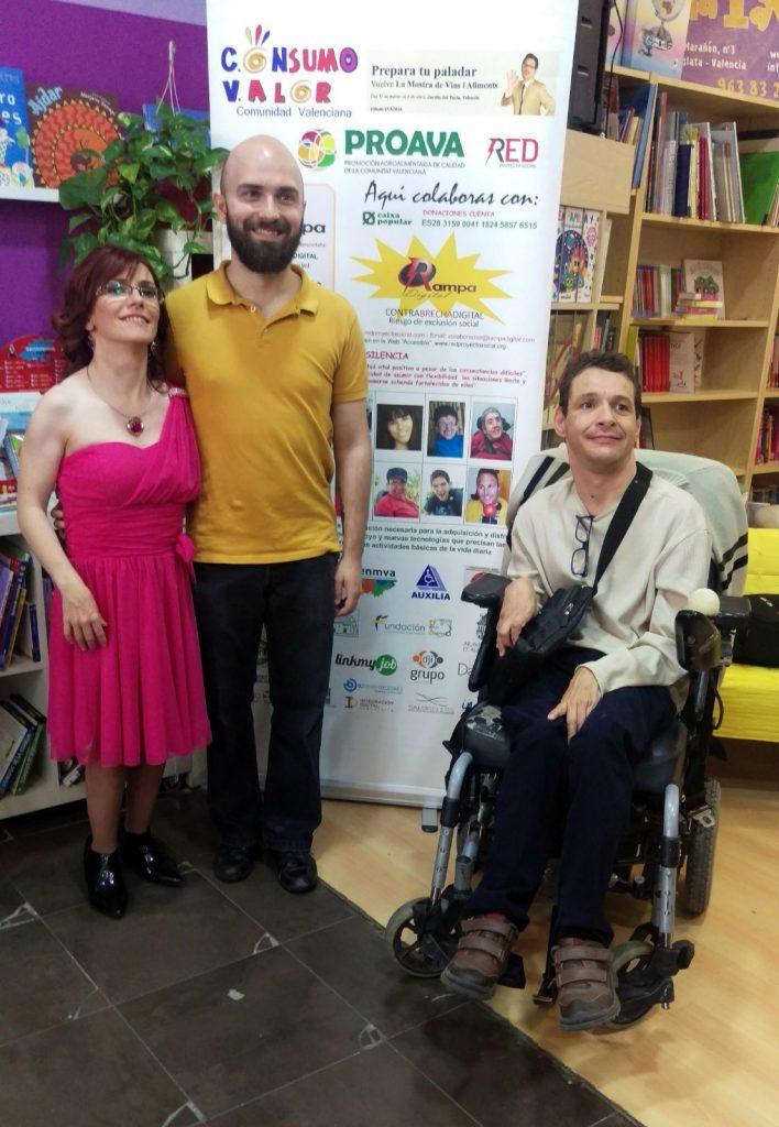 El realizador audiovisual valenciano: Miguel Ángel Font Bisie con La autora Sabrina Balen y el pintor Francisco Javier Planells Alós,