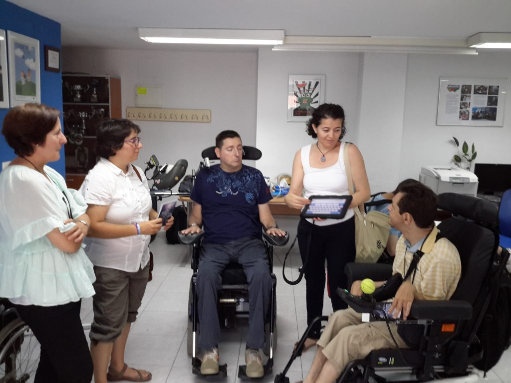Entrega Ayudas tecnicas en presencia de la Sra. Rosella Antolí, Alcaldesa de Bonrepos i Mirambell