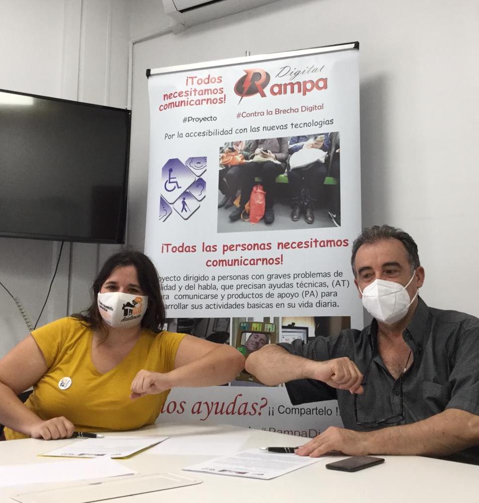 Emilia de Tilua y Ricardo de RED en el acto firma convenio RAMPA DIGITAL