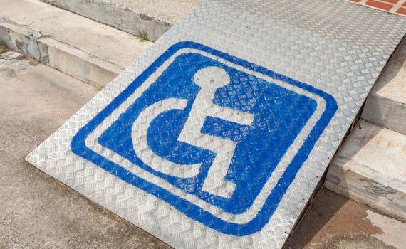 Cartel Red proyecto social discapacidad tecnología y la empresa Daas Group Unidos por la Accesibilidad web con el programa inSuit